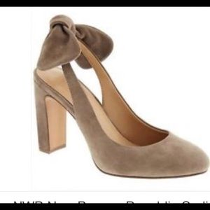 Banana Republic Tan Suede Pumps cute bow in back